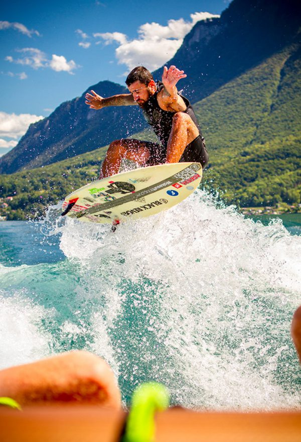 black revolt hatchet wakesurf ollie air wake valais